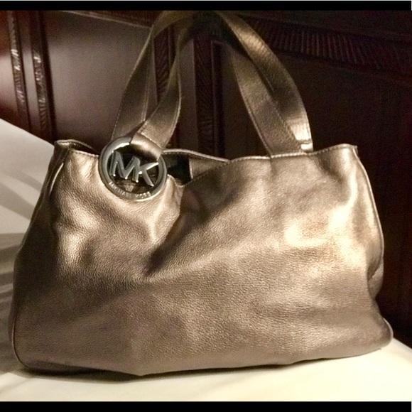 e7fa0d6af9 Michael Kors platinum leather hobo bag. M 5b00d28572ea8891a8a6b2dd